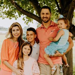 Chiropractor Chesterfield MI Drs Eric & Angela DiMartino Family